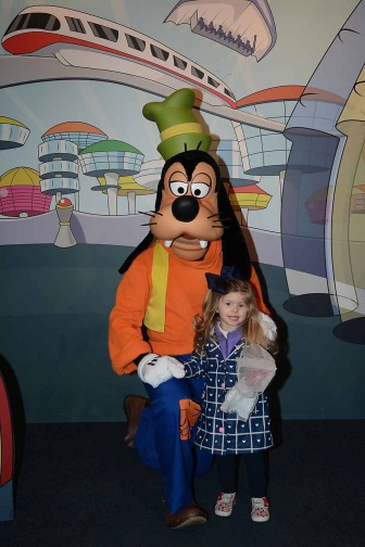Meeting Goofy at the Character Spot!